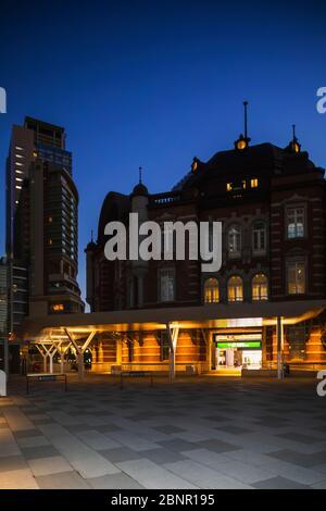 Japon, Honshu, Tokyo, Marunouchi, Gare De Tokyo, Vue Extérieure La Nuit Banque D'Images