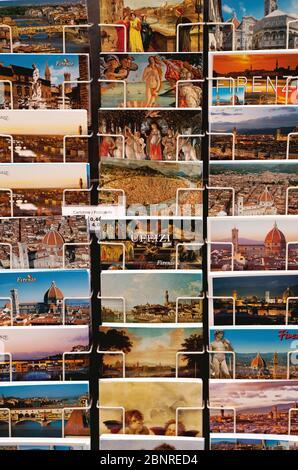 Souvenirs, cartes postales, exposition, Florence, Toscane, Italie Banque D'Images
