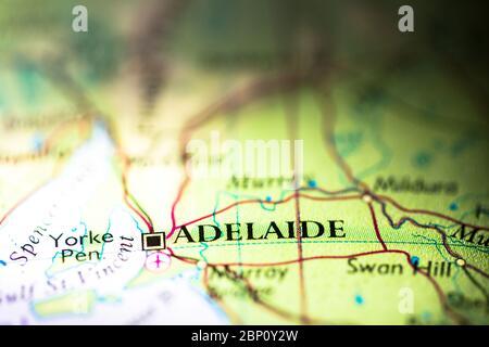 Faible profondeur de champ accent sur la carte géographique emplacement de la ville d'Adélaïde en Australie Australasie continent sur atlas Banque D'Images