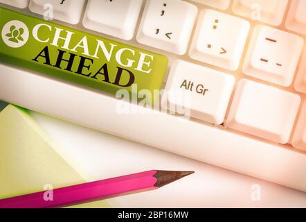 Écrit remarque montrant à venir. Modifier Concept d'affaires pour remplacer avec ou échange d'un autre devenu différent Banque D'Images