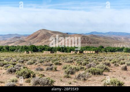 Vieux bâtiments militaires au parc national de fort Churchill poney express après le désert du Nevada
