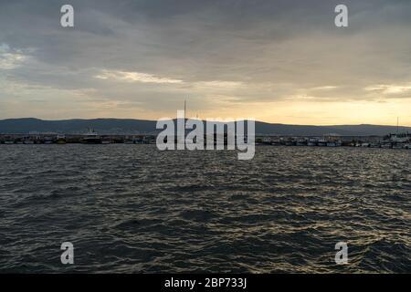 NESSEBAR, Bulgarie - 22 juin 2019: Baie de Nessebar en début de matinée.