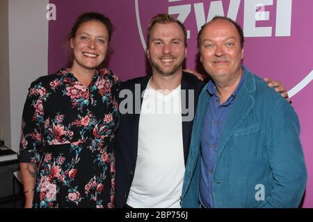Cathy Weder, Jens Wawrzeck, Fabian Kuehne, Fototermin im Hamburg Zwei 80er Cafe à Ottensen, Hambourg, 15.08.2019