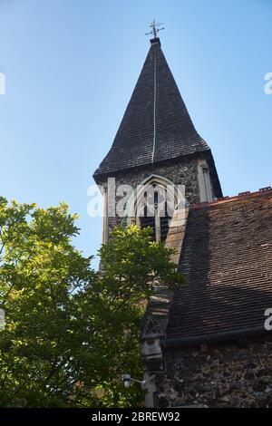 Gros plan du clocher de l'église St. Katherine à Londres, Royaume-Uni. Le bâtiment date de 1853.