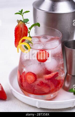 Cocktail rafraîchissant de fraises d'été