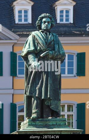 Mémorial Beethoven devant le bureau de poste principal de la Muensterplatz, Allemagne, Rhénanie-du-Nord-Westphalie, Bonn Banque D'Images
