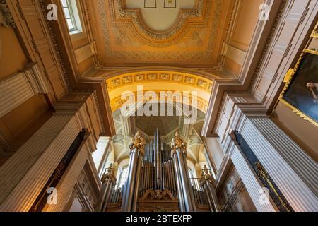 L'orgue du 19e siècle dans la longue bibliothèque du Palais de Blenheim, Angleterre Banque D'Images