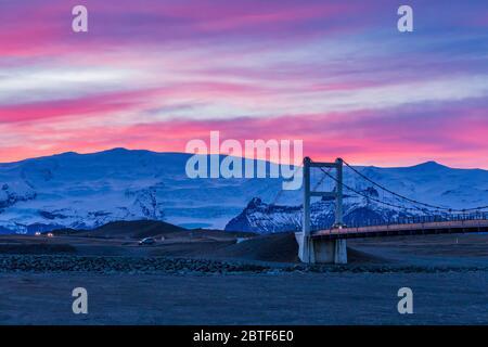 Pont de Jokulsarlon près du glacier Breiðamerkurjökull et du lagon des Glaciers le long de la côte sud de l'Islande Banque D'Images