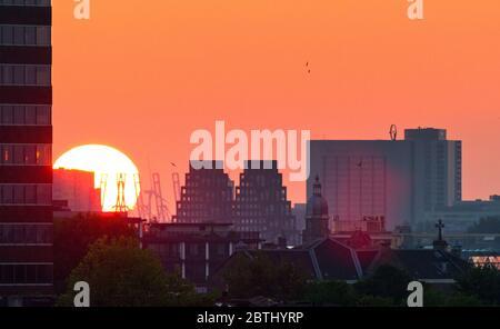 Magnifique paysage urbain surplombant la ville d'Amsterdam aux pays-Bas au coucher du soleil