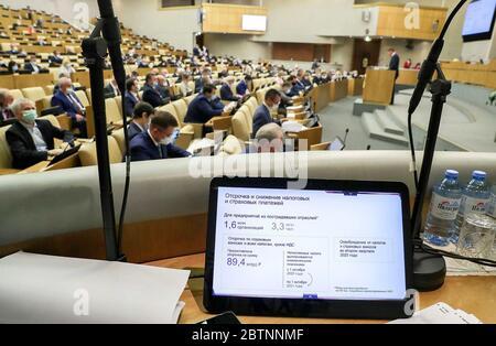 Moscou, Russie. 27 mai 2020. Une réunion plénière a lieu à la Douma d'Etat de Russie. Crédit: Service de photo de la Douma d'État russe/TASS/Alay Live News Banque D'Images