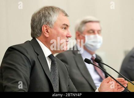 MOSCOU, RUSSIE - 27 MAI 2020 : le président de la Douma d'Etat, Vyacheslav Volodin (front), assiste à une séance plénière de la Douma d'Etat russe. Service de photo de la Douma d'État russe/TASS Banque D'Images