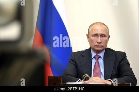 27 mai 2020. - Russie, région de Moscou, Novo-Ogaryovo. - le Président russe Vladimir Poutine tient une réunion avec le maire de Moscou Sergey Sobyanin via un lien vidéo de la résidence Novo-Ogaryovo. Banque D'Images