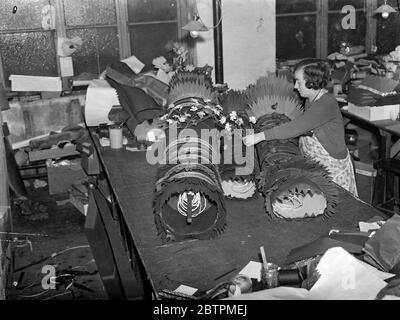 Grands sacs pour Noël . Photos spectacles , craquelins géants qui créera un mélange à n'importe quelle partie de chrsitmas , prêt pour l'expédition à une usine de Hampstead . 14 décembre 1935 Banque D'Images