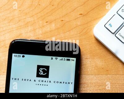 Ukraine. 28 mai 2020. Sur cette photo, un logo canapé et chaise apparaît sur un smartphone. Crédit: Igor Golovniov/SOPA Images/ZUMA Wire/Alamy Live News Banque D'Images