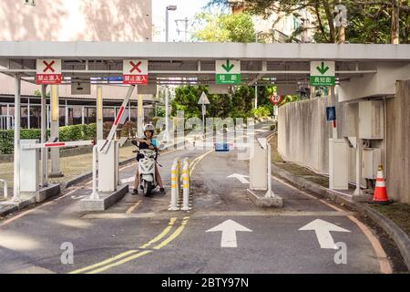 Hsinchu / Taiwan - 15 septembre 2019 : entrée de la barrière de stationnement pour motos
