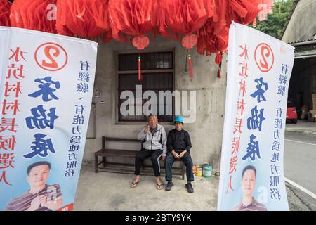 Hsinchu / Taiwan - 15 septembre 2019 : Portrait des hommes taïwanais dans la ville rurale