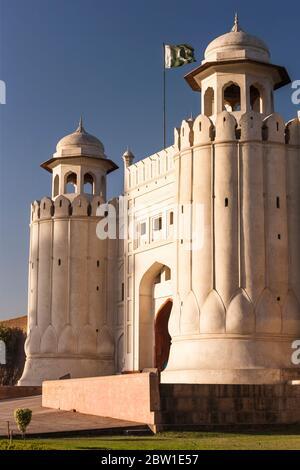 Porte d'Alamgiri du fort de Lahore, Citadelle de l'Empire moghol, architecture islamique et hindoue, Lahore, province du Punjab, Pakistan, Asie du Sud, Asie Banque D'Images