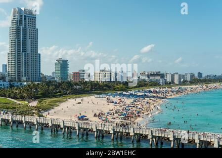 Miami, FL, États-Unis - 28 avril 2019 : vue sur Miami Beach depuis un bateau de croisière à Miami, Floride, États-Unis d'Amérique.
