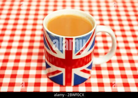 Tasse de thé dans la tasse Union Jack Banque D'Images