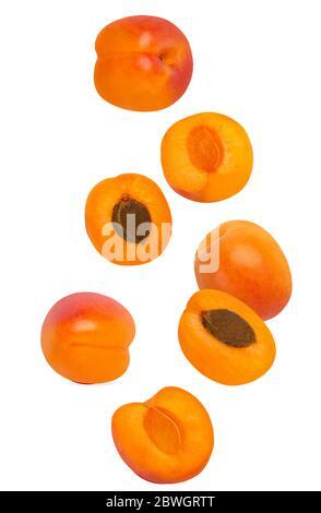 Abricot fluide isolé sur fond blanc avec faible profondeur de champ Banque D'Images