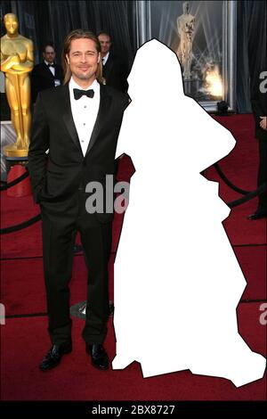 QUIZ PHOTO : pouvez-vous deviner qui est la célébrité manquante de cette célèbre pose aux côtés de Brad Pitt sur le tapis rouge des Oscars en 2012 ? RÉPONSE : Angelina Jolie Brad Pitt et Angelina Jolie 84e Prix annuels de l'Académie (Oscars) au Kodak Theatre - arrivées Los Angeles, Californie - 26.02.12 avec: Brad Pitt et Angelina Jolie où: Los Angeles, CA, États-Unis quand: 26 févr. 2012 crédit: Adriana M. Bar où: Los Angeles, Californie, États-Unis quand: 26 Fév 2012 crédit: Adriana M. Barraza/WENN Banque D'Images