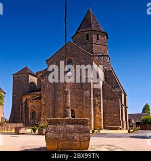 L'église Sainte Marie, ancienne Monastère bénédictine à Saint-Robert, Corrèze, France Banque D'Images