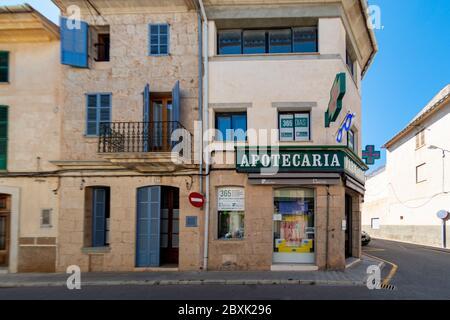 PALMA DE MAJORQUE, ESPAGNE - MAI 23 2020 : Chemist / Apotecaria en Espagne à - Majorque pendant l'écluse de Corona le 23 mai 2020 à Palma de Majorque, . Banque D'Images