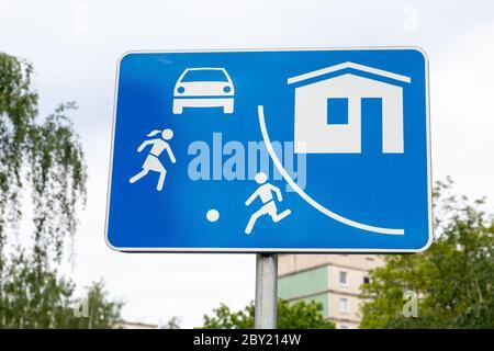 Panneau du coin salon dans la ville. Lois, règlements et restrictions. Environnement urbain