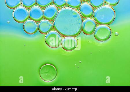 Fond d'huile dans les bulles d'eau Banque D'Images