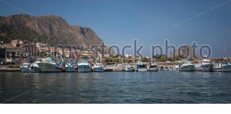Vue du port de Bagnera dans la localité de Porticello près de Palerme en Sicile Banque D'Images