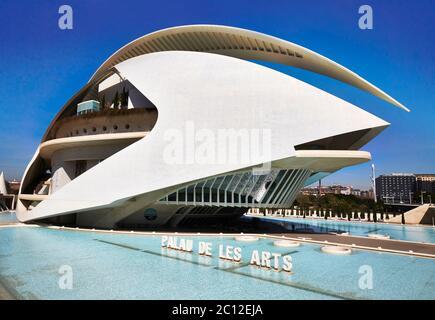 Futuriste El Palau de les Arts Reina Sofia, opéra et centre culturel, Valence, Espagne.