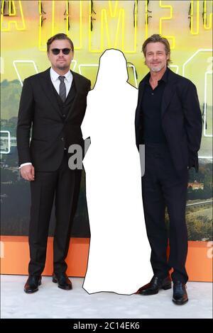 QUIZ PHOTO : pouvez-vous deviner l'identité de l'actrice comchef manquante qui a été retirée de cette image sur le tapis rouge pour la première britannique de Quentin Tarantino 'une fois à Hollywood' ? RÉPONSE: Margot Robbie une fois à HOLLYWOOD Royaume-Uni première, VIP arrivées Odeon Leicester Square, Londres avec: Leonardo DiCaprio, Margot Robbie, Brad Pitt où: Londres, Royaume-Uni quand: 30 juillet 2019 crédit: WENN.com avec: Leonardo DiCaprio, Margot Robbie, Brad Pitt où: Londres, Royaume-Uni quand: 30 juillet 2019 crédit: WENN.com Banque D'Images