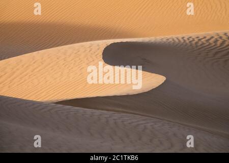 Arrière-plan avec des dunes de sable dans le désert