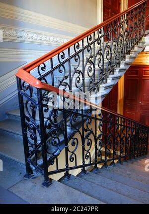 Décoration fragmente sur l'escalier principal du bâtiment dans le style Art Nouveau sur la 7ème rue Krasnoarmeiskaya