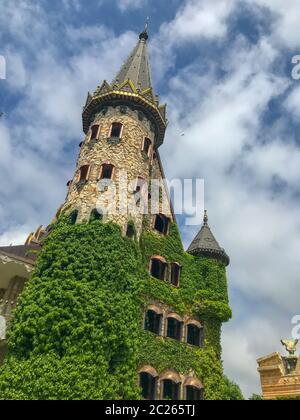 Belle vue sur le château médiéval en été Banque D'Images