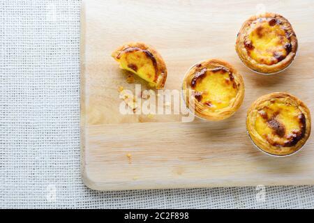 Les tartes d'oeufs portugais, est une sorte de tartelette de crème anglaise que l'on trouve dans divers pays asiatiques. Le plat est constitué