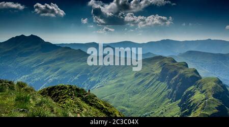 Vue depuis le sommet du Puy Mary, Parc naturel régional des volcans d'Auvergne, Cantal, Auvergne-Rhône-Alpes, France