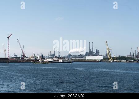 19 juin 2020, IJmuiden, pays-Bas - Tata Steel, usine de haut fourneaux où le métal est fabriqué dans le port de la ville d'IJmuiden Banque D'Images