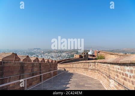 Vue depuis les murs du fort Mehrangarh sur la « ville bleue » de Jodhpur, Rajasthan, Inde