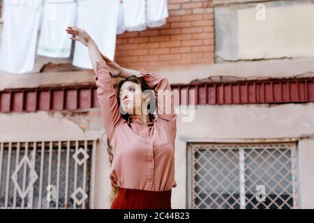 Portrait d'une jeune femme portant des vêtements vintage Banque D'Images