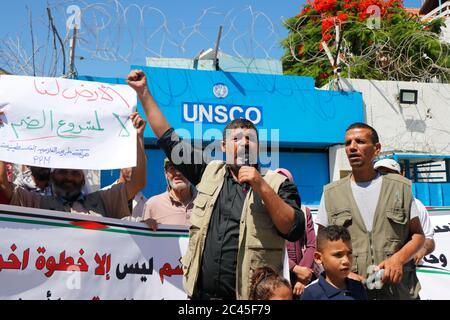 24 juin 2020, ville de Gaza, bande de Gaza, territoire palestinien : les Palestiniens de l'Union des comités de travail agricole prennent part à une manifestation contre les plans d'Israël d'annexer des parties de la Cisjordanie occupée, à Gaza le 24 juin 2020. (Image crédit : © Aaed BakerZUMA Wire) Banque D'Images