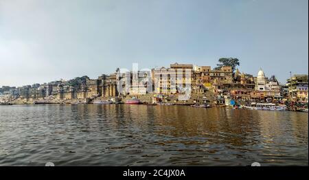Gange, Varanasi, Uttar Pradesh, Inde; 30-Jan-2019; une vue panoramique sur le front de mer de Varanasi, les ghats de Varanasi Banque D'Images