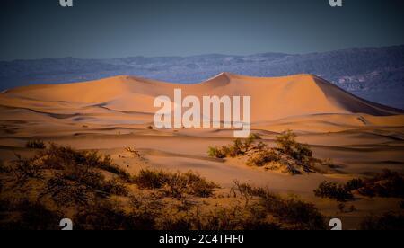 Magnifiques dunes de sable de Mesquite à la vallée de la mort Californie