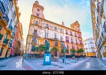 La place Plaza Arguelles avec la Maison historique des quatre Tours (Casa de las Cuatro Torres) et le monument Francisco de Miranda, Cadix, Espagne
