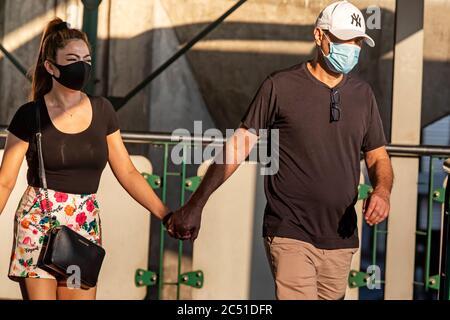 Couple portant des masques pendant la pandémie de Covid 19, Bangkok, Thaïlande