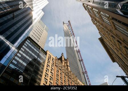 Un gratte-ciel sur le milliardaire's Row, une collection de résidences de très grandes tailles pour les uber-riches, principalement sur West 57th Street le mercredi 24 juin 2020. (© Richard B. Levine) Banque D'Images