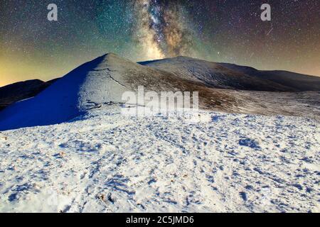 Paysage des montagnes Galtee dans la nuit étoilée Banque D'Images