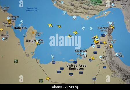 Carte du trafic aérien au-dessus du golfe Arabique et des Émirats arabes Unis ( 04 juillet 2020, UTC 14.39), avec le site Flightracar 24 de Svenska Resenätverket AB