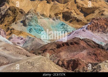 Artistes Palette, formations de minéraux colorées, Artists Drive, Parc national de la Vallée de la mort, Californie, États-Unis Banque D'Images