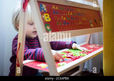 Jouer à la maison de l'enfant